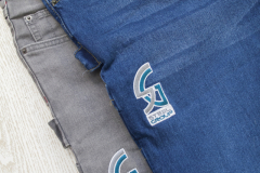 ricamo su jeans-grigio e blu