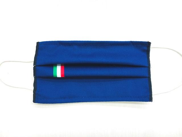 Mascherina blu con etichetta personalizzata