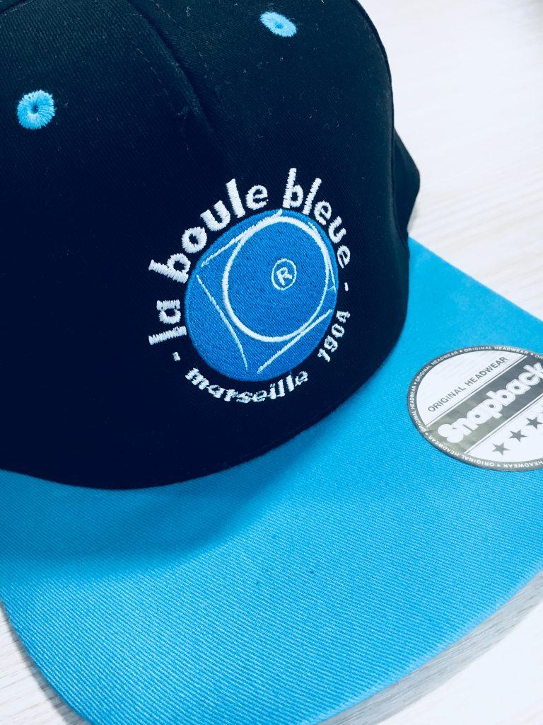 Ricami su cappellini