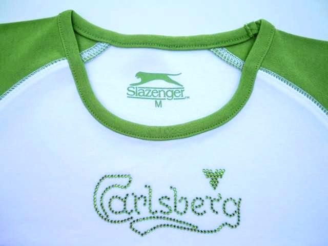 Applicazione strass Swarovski e borchie su magliette